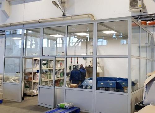 кабина в промишлено хале